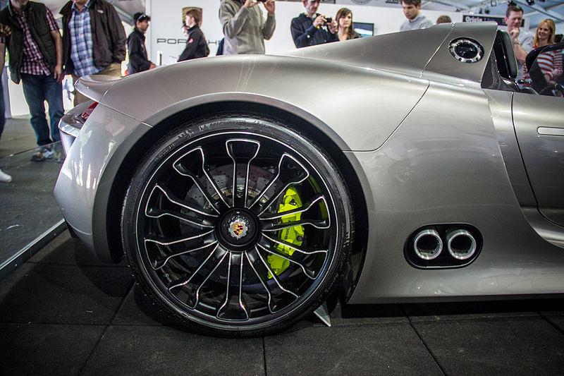 Porsche_918_(7501984600)